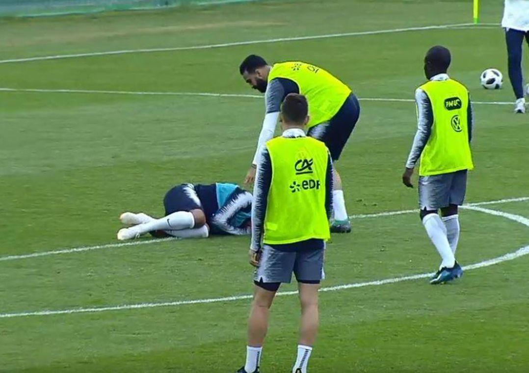 Mbappé sofre pancada no tornozelo esquerdo e deixa treino da França 032e571745bcb