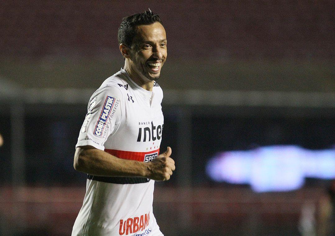 cd41bbf350 Fluminense pode contratar Nenê e Paulo Henrique Ganso