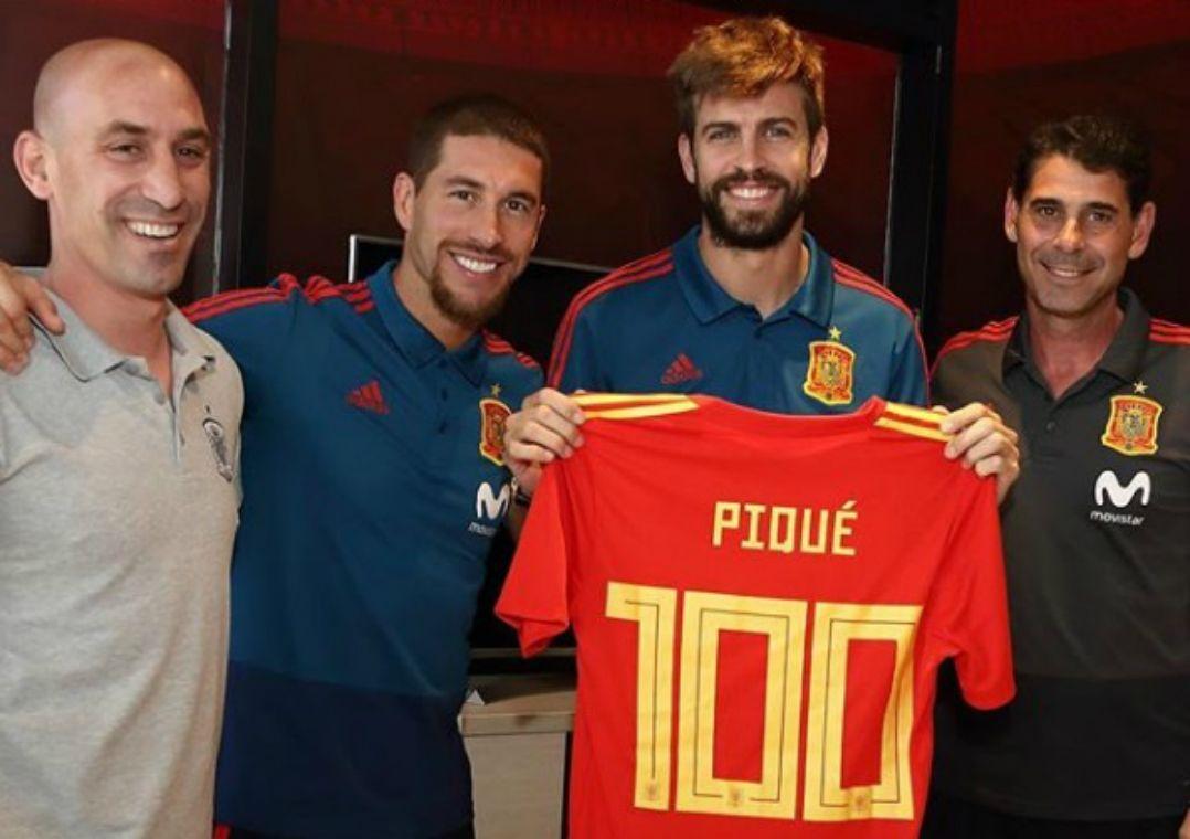 Piqué é homenageado por 100 jogos pela Espanha  É como uma família -  Band.com.br c826926b48408