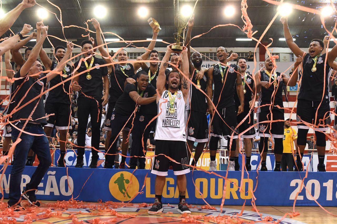 Corinthians conquista Liga Ouro e capitão homenageia Marielle