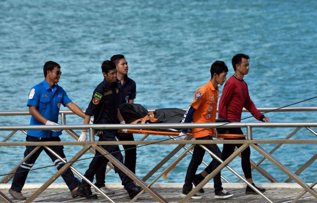 Tailândia recupera barco naufragado que matou 47 turistas