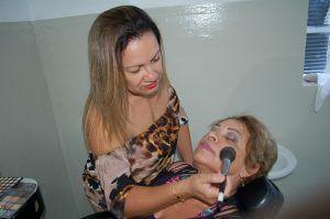 Os cursos são gratuitos para cinco áreas diferentes da beleza / Divulgação/Prefeitura