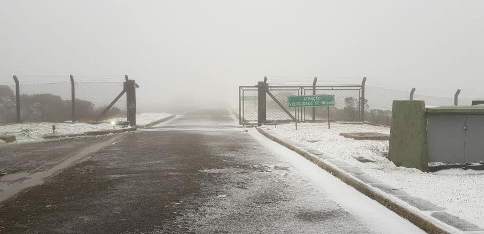 Nas redes sociais, não faltaram publicações de quem viu de perto os flocos de neve / Márion Scarabelot