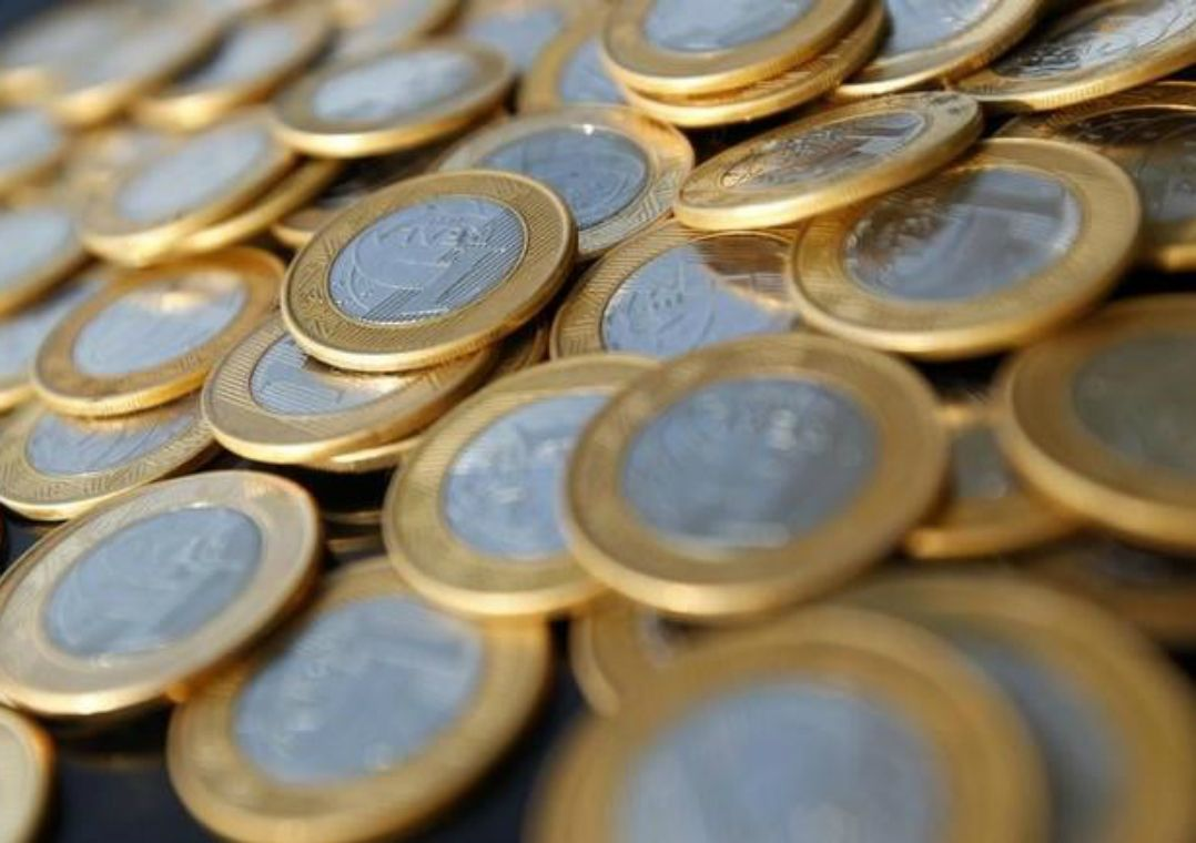 Quase 20% da população ainda guarda moedas em casa, diz BC