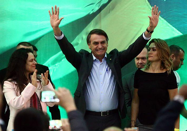 Bolsonaro é oficializado candidato e se diz 'patinho feio' da eleição
