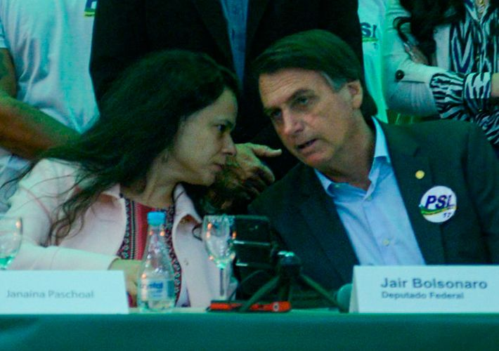 Bolsonaro diz que Janaína tem que ter a liberdade de se expressar