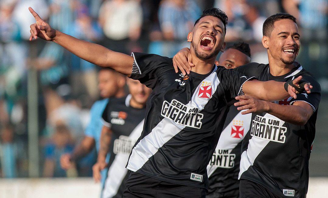 Com um a menos, Vasco segura o Grêmio em casa e volta a vencer