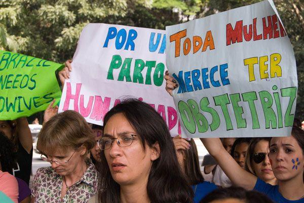 Estudantes exigem a manutenção do curso desvinculado da graduação de enfermagem