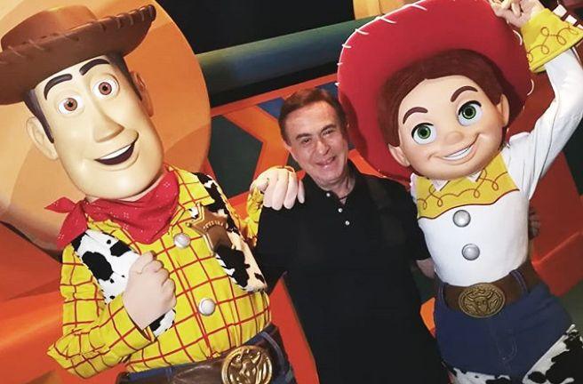 Amaury com os personagens de Toy Story / Divulgação