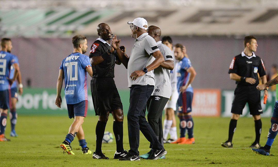 Santos leva multa e Chulapa é suspenso por dois jogos pelo STJD