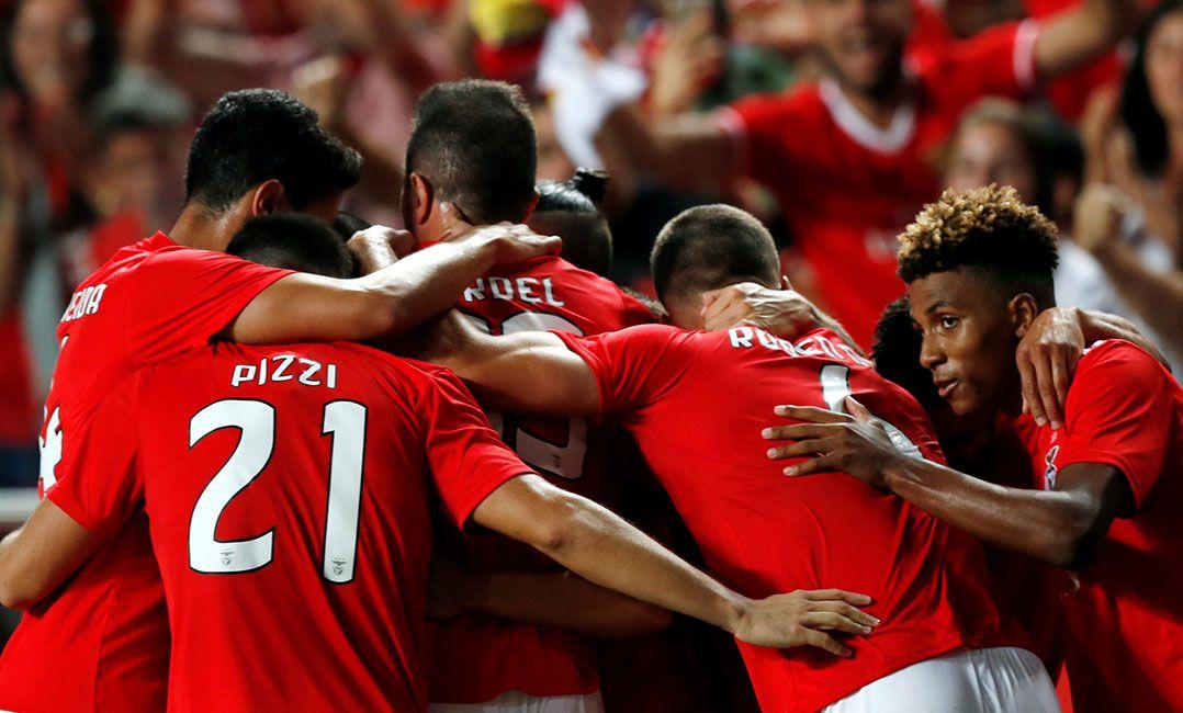 Benfica elimina Fernerbahce e garante vaga no playoff da Liga