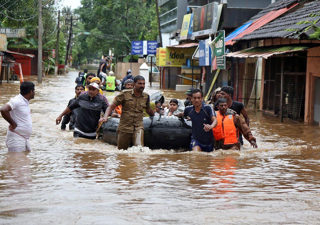 Chuvas matam mais de 350 e forçam 800 mil a deixar casas na Índia