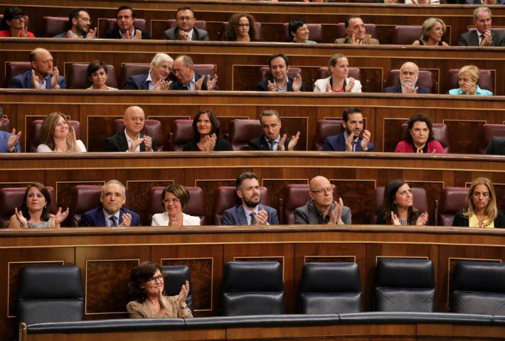 Deputados socialistas aplaudem aprovação