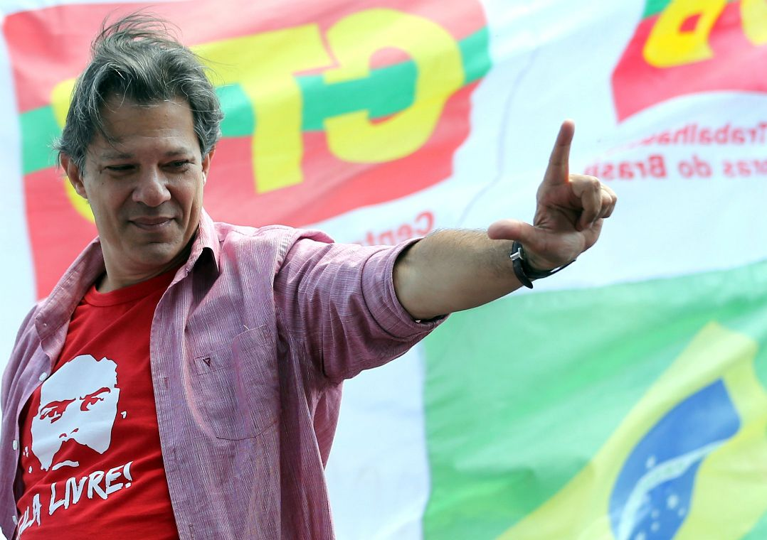 Haddad cola em imagem de Lula e critica troca de ataques