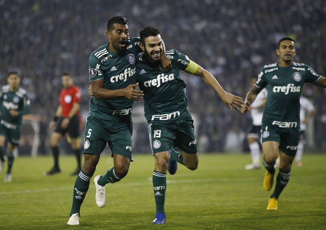 Palmeiras vence Colo-Colo no Chile e se aproxima da semifinal