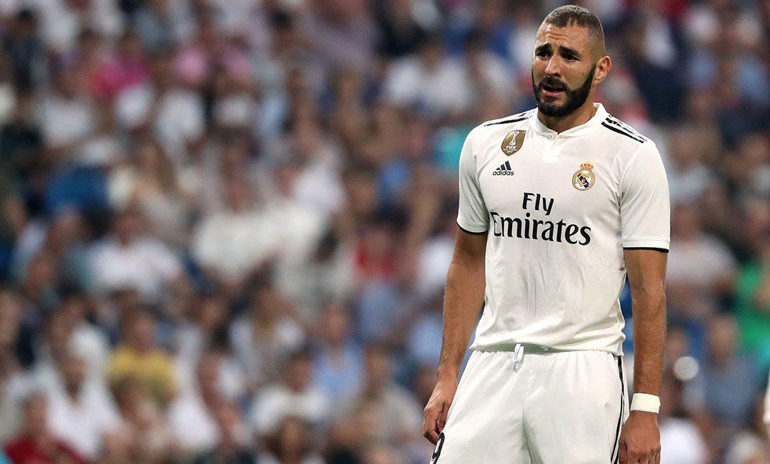 Suspeita de fraude adia leilão de camisa usada por Zidane na final ... 5857b57124966