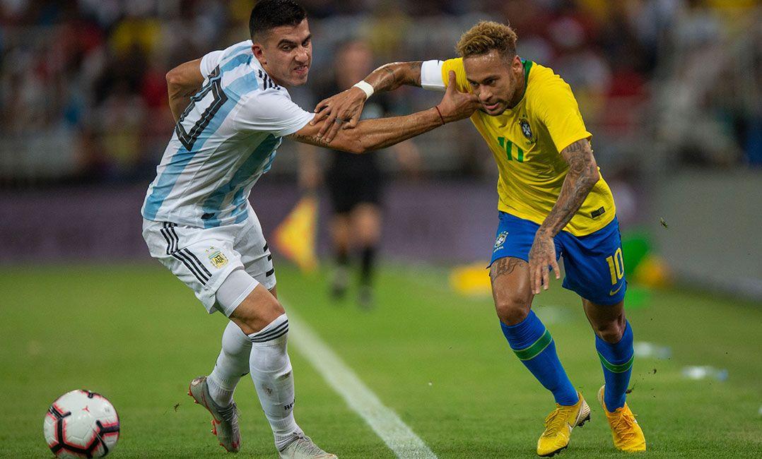 Com gol de Miranda nos acréscimos, Brasil bate a Argentina