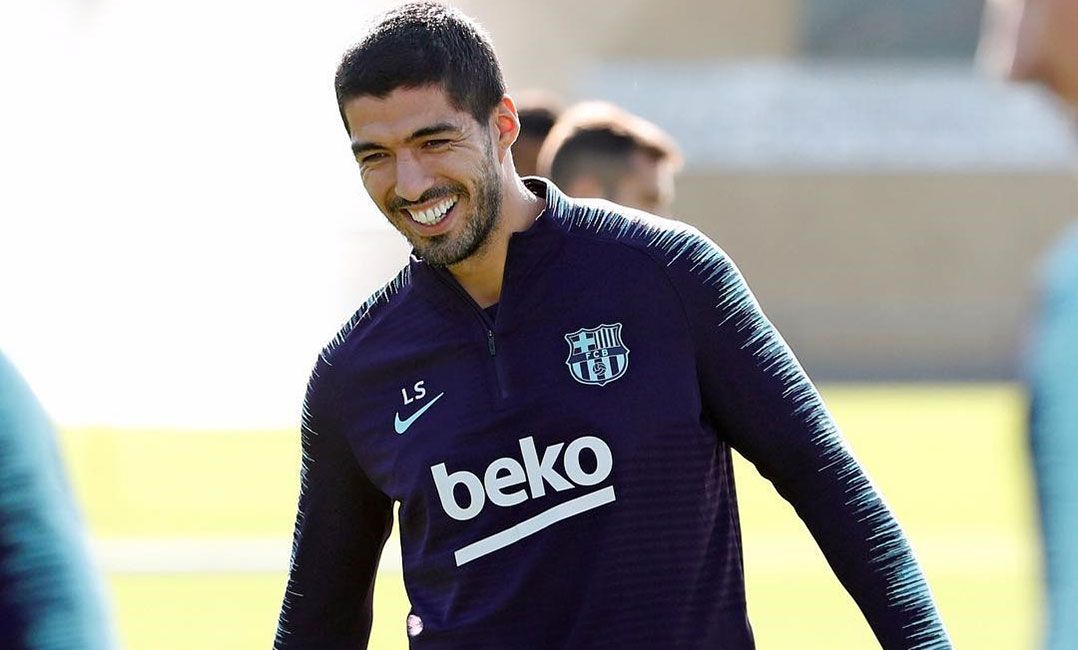 Recuperado de lesão, Suárez volta a treinar no Barcelona
