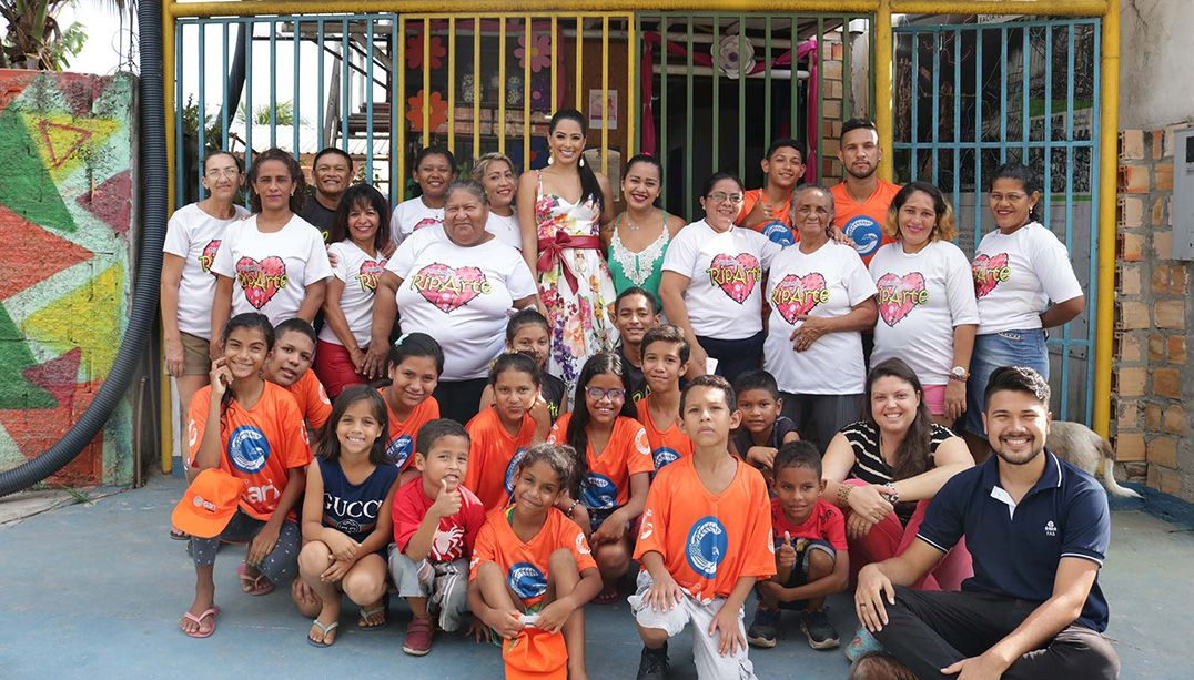Miss Brasil visita projeto sustentável na periferia de Manaus