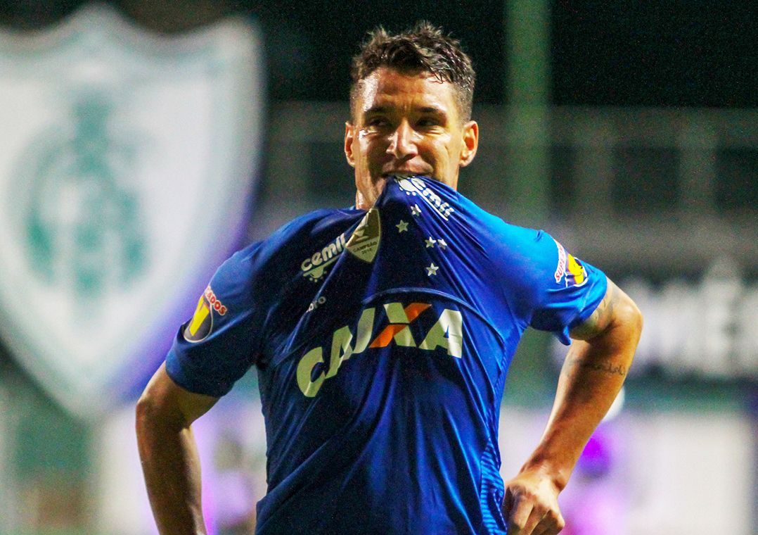 Cruzeiro oficializa a renovação de contrato do meia Thiago Neves 068f79b47ef1a