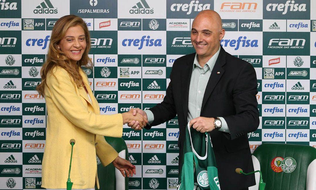 d6988d8a986 Leila Pereira cumprimenta o presidente Mauricio Galiotte (Foto  César  Greco Ag. Palmeiras)