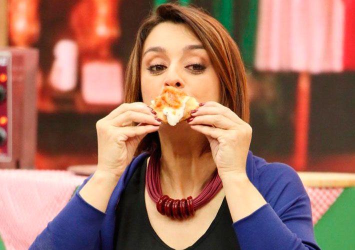 Catia Fonseca faz festival de pizza dos famosos no Melhor da Tarde