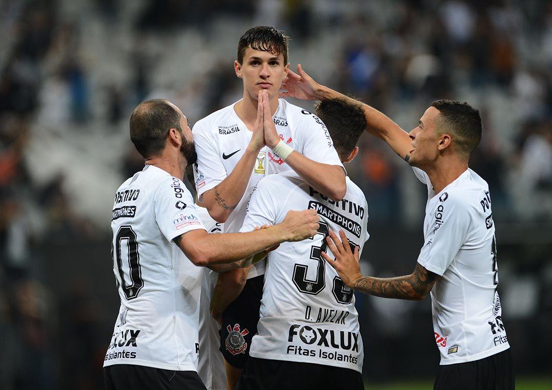 Com 'lei do ex', Corinthians vence o Vasco e respira