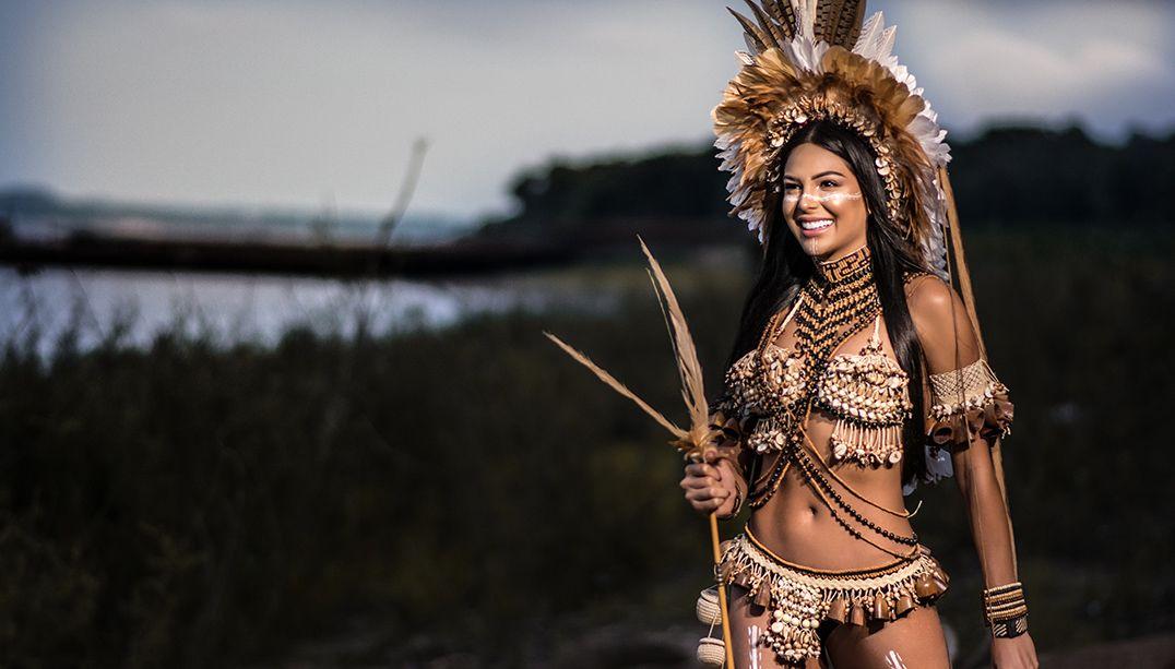 Miss Brasil realiza ensaio em tribo indígena; veja as fotos