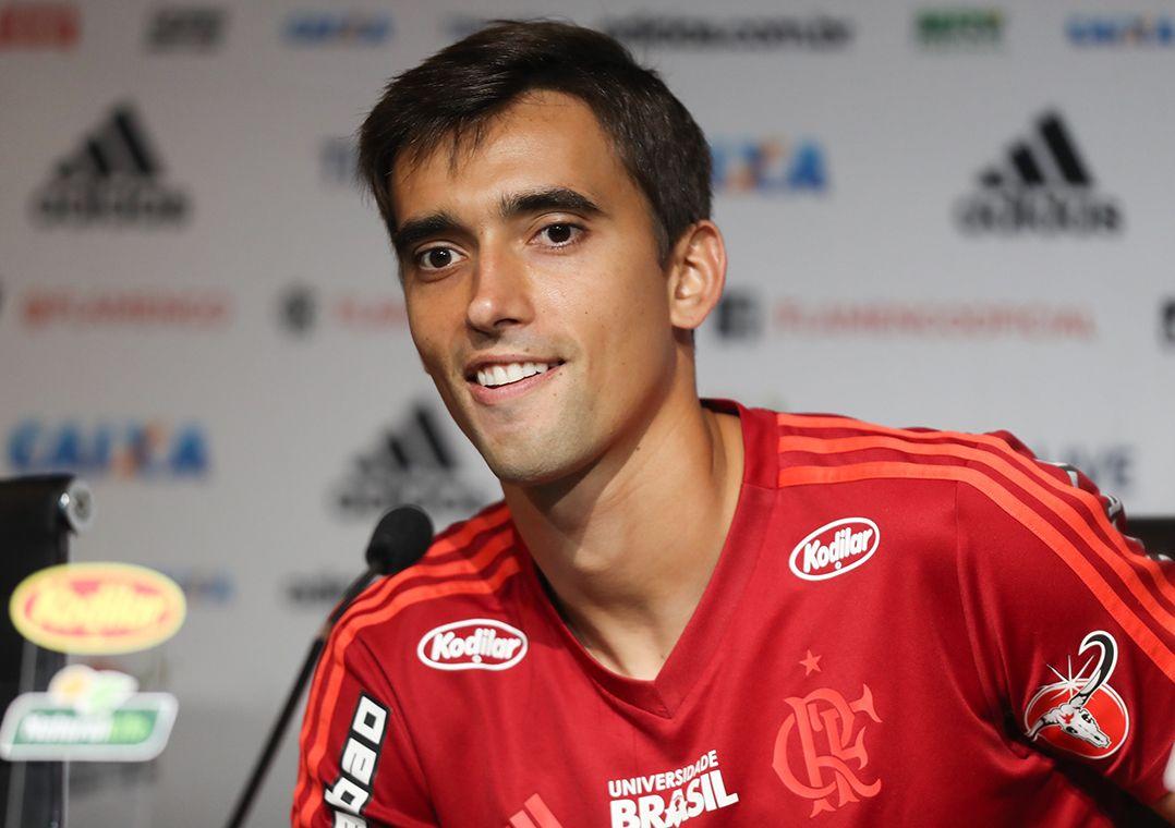Em alta no Flamengo, César mantém a esperança por título