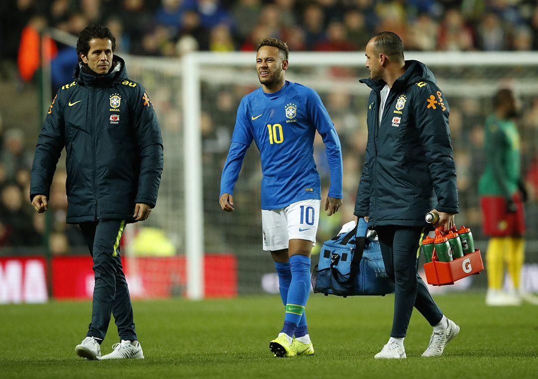 'Não foi uma lesão importante', diz médico da Seleção sobre Neymar
