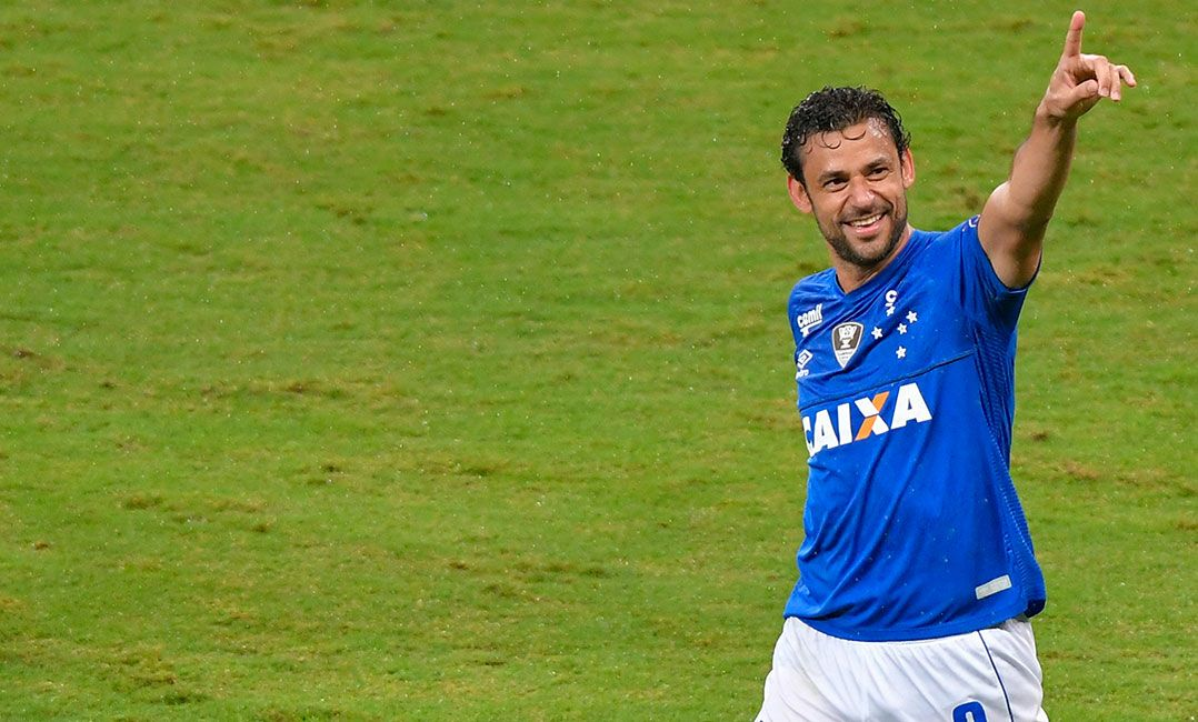 Fred e Cruzeiro perdem disputa e devem pagar R  10 milhões ao Galo 8439ee03252f2