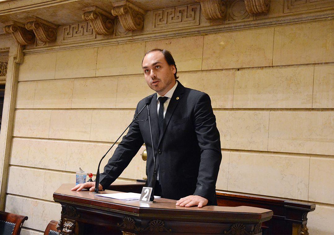 Senadores do PT pedem convocação de Carlos Bolsonaro para depor na CPI da Pandemia