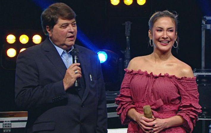 Datena conversa com Claudia Leitte no palco do Agora é Domingo / Reprodução/Band