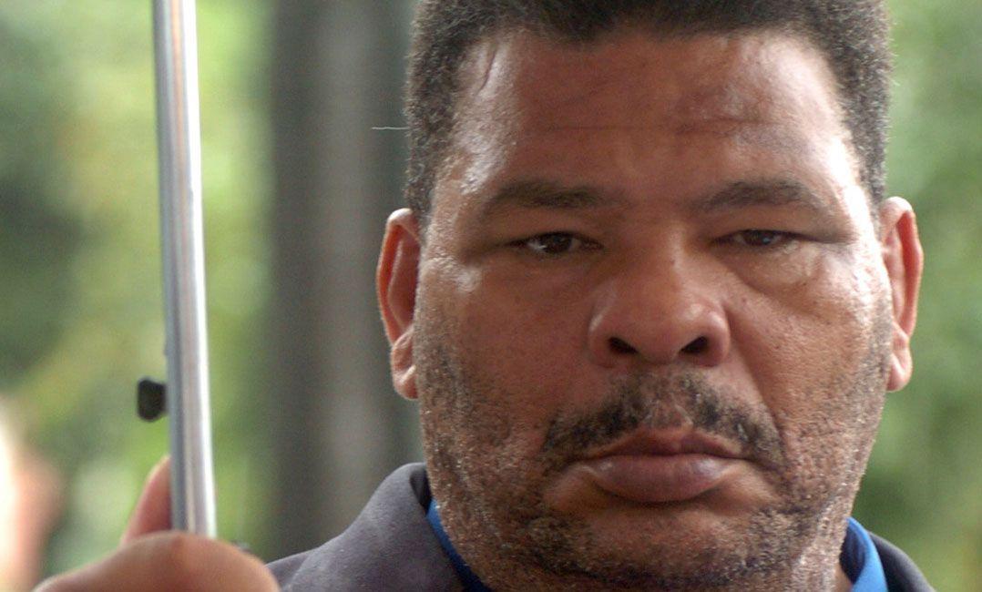 Em vídeo, Maguila pede para deixar clínica onde está internado