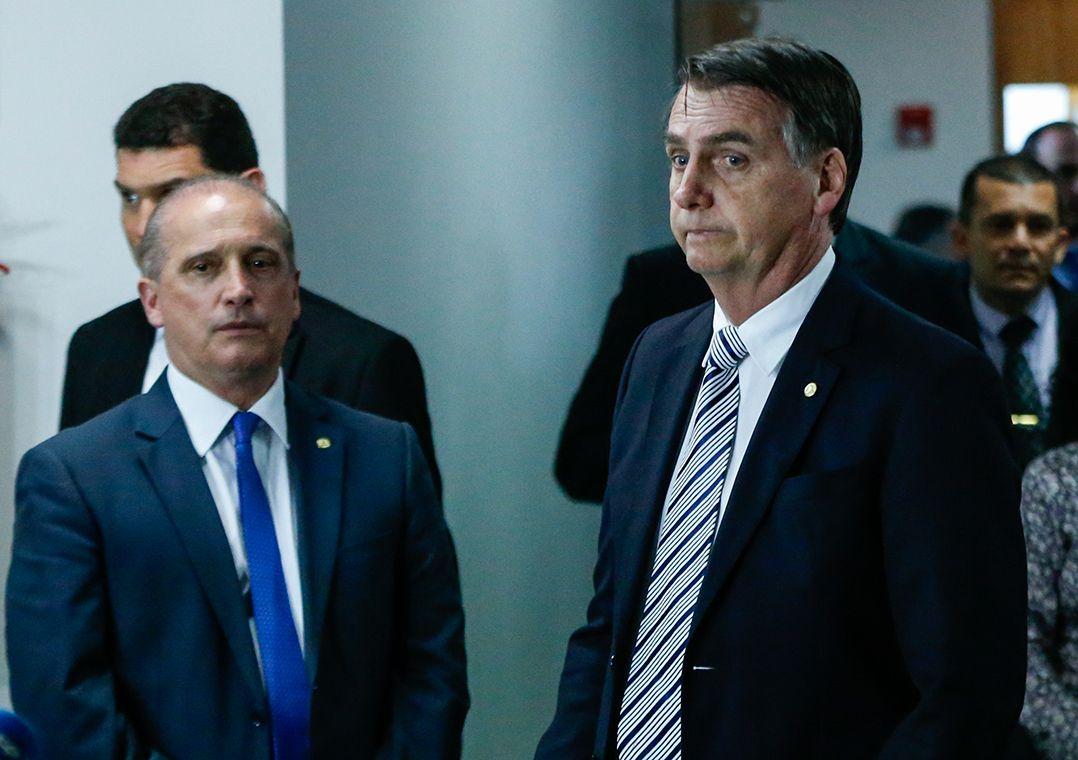 Bolsonaro pede a Onyx para negociar com ex-ministro, diz jornal