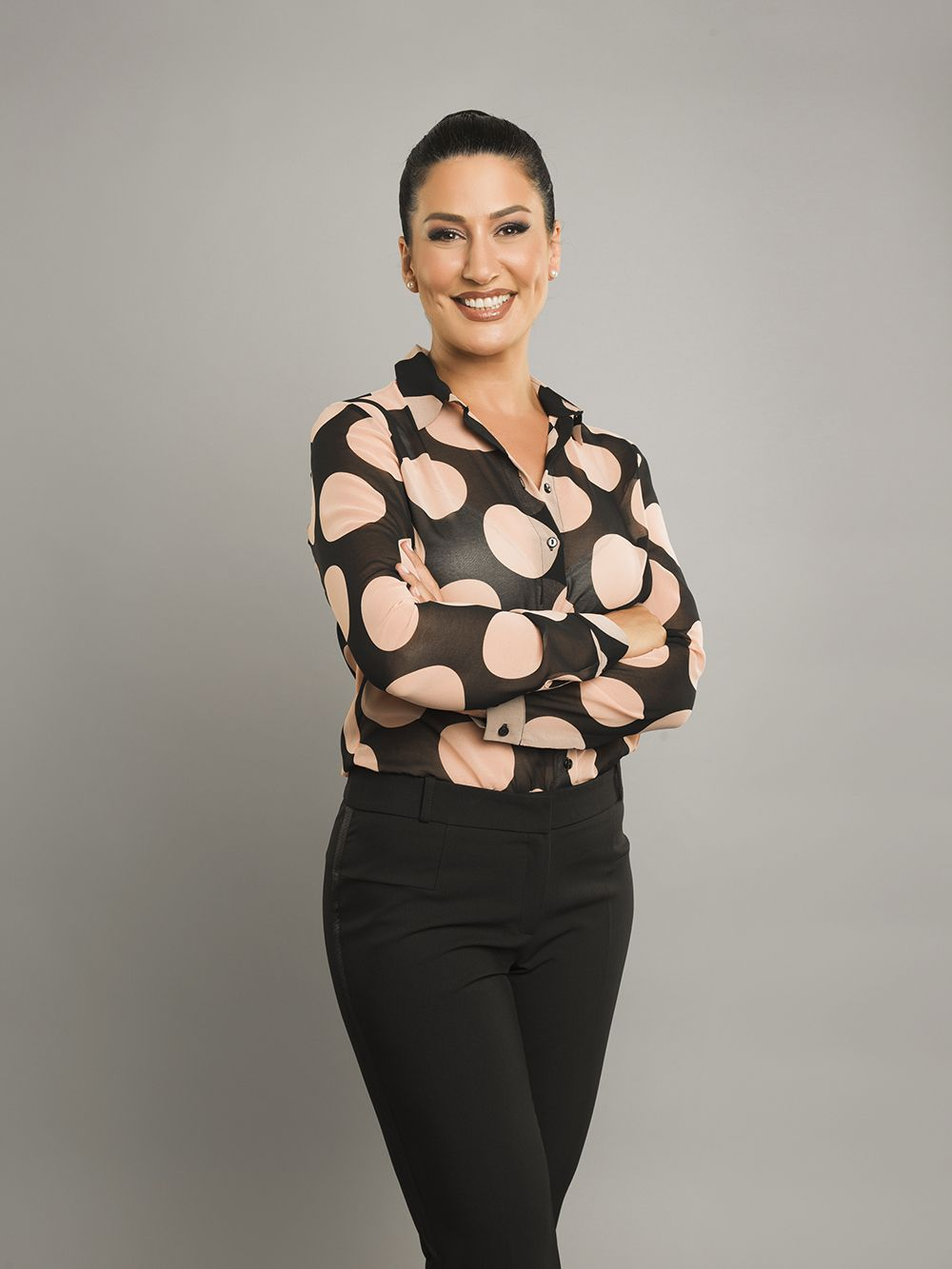 Conheça a atriz Iclal Aydin