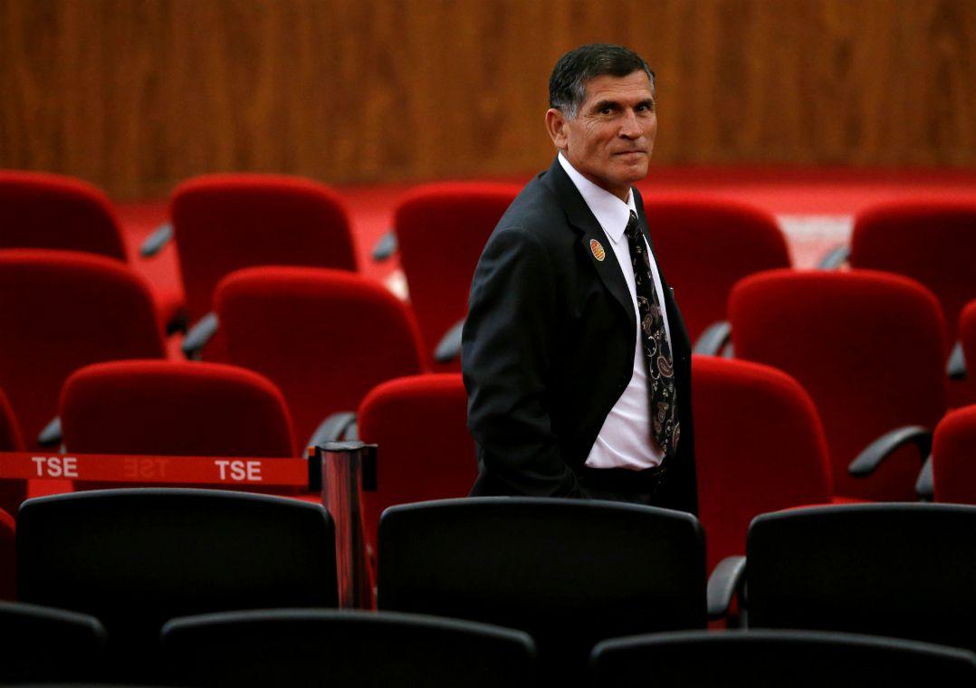General Santos Cruz admite possível candidatura e critica Bolsonaro