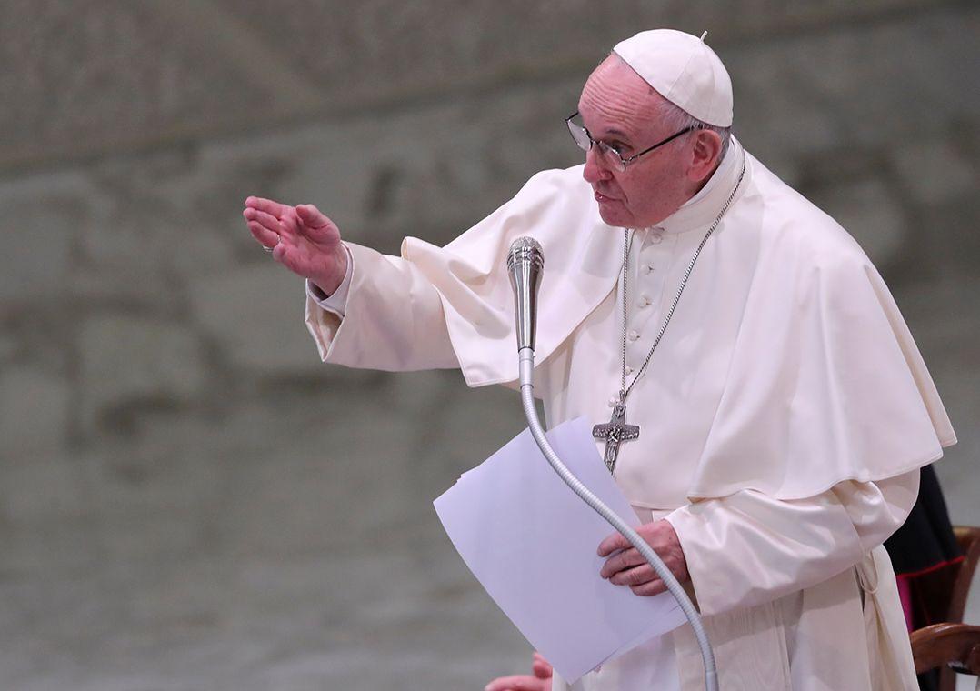 Vítimas de abuso sexual exigem reunião com papa