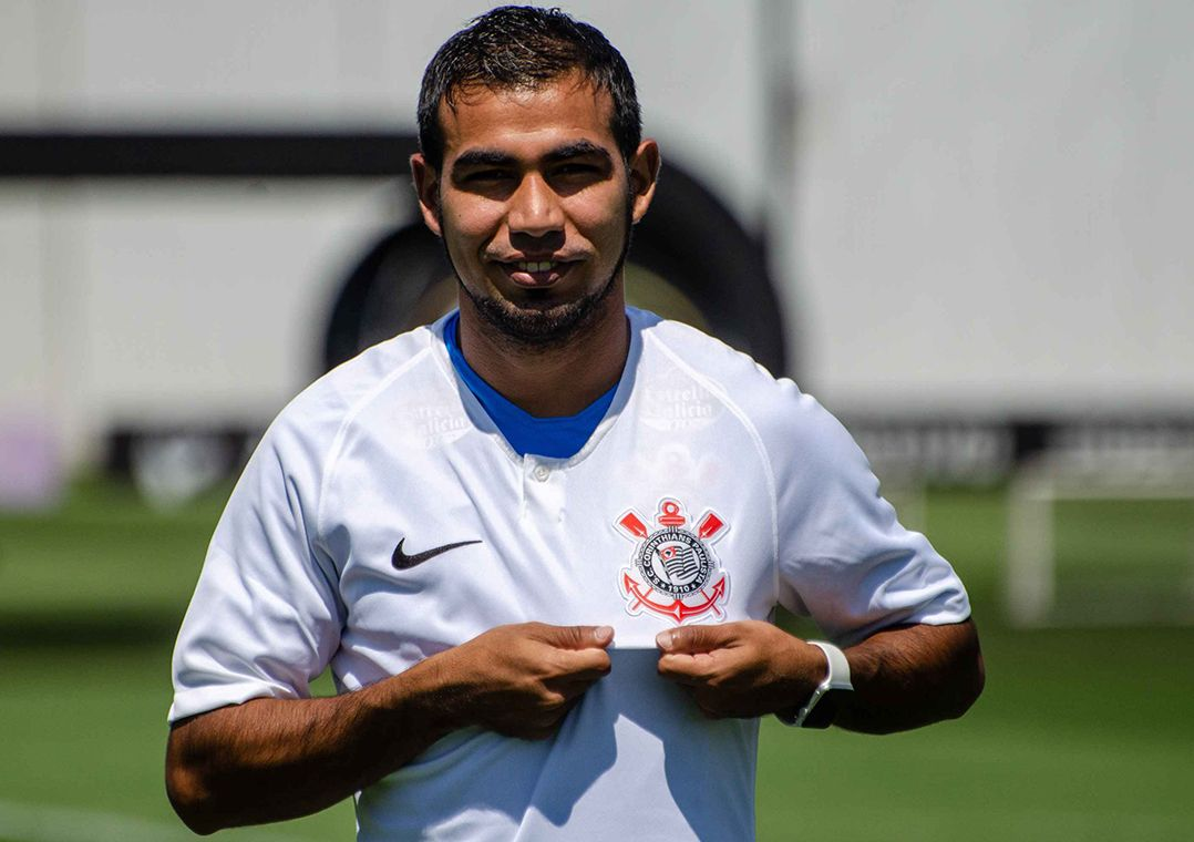 Sornoza defendeu o Fluminense nas duas últimas temporadas (Foto  Gero  Rodrigues O Fotográfico Estadão Conteúdo) cb6a607920d59