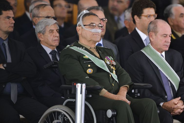 Villas Bôas ironiza crítica de Fachin sobre pressão ao STF após 3 anos