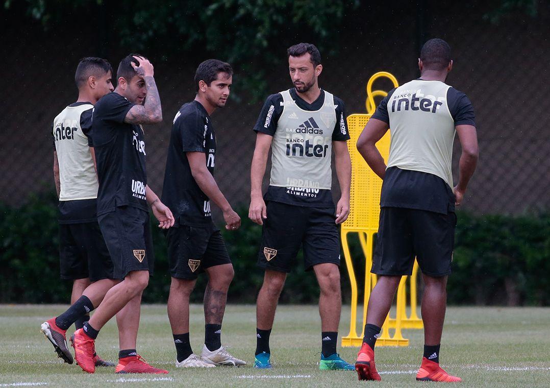 São Paulo treina sem Hernanes entre os titulares; Nenê pode jogar