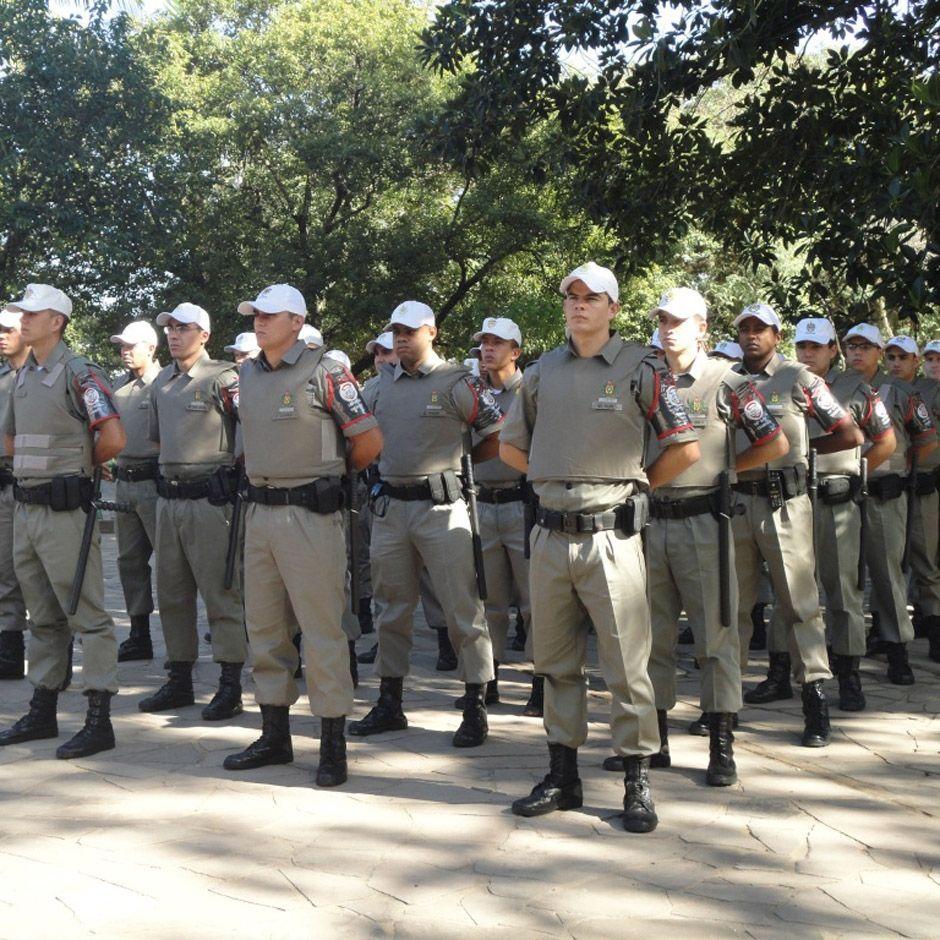 Resultado de imagem para aposentadoria de policias e militares desenho