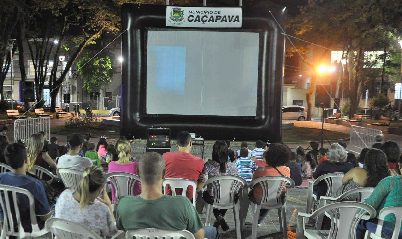 Prefeitura de Caçapava oferece sessões de cinema ao ar livre