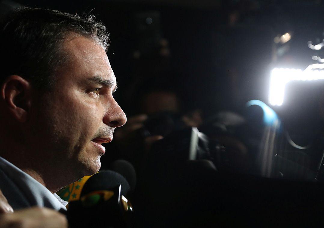 MPF vai apurar se Flávio lavou dinheiro em negociação de imóveis