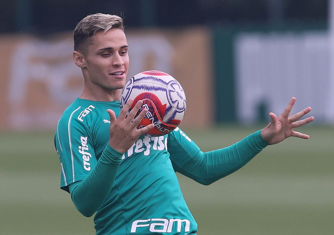 Veiga retornou ao clube neste ano após empréstimo ao Athletico Paranaense  (Foto  Cesar Greco Fotoarena Estadão Conteúdo) 1fc4b18219ddf