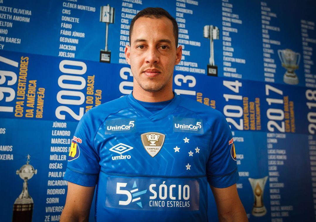 Rodriguinho é apresentado e aprova possível dupla com Thiago Neves 4501a423ae8cf