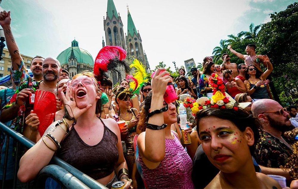 Acadêmicos do Baixo Augusta e outras festas antecipam Carnaval em SP
