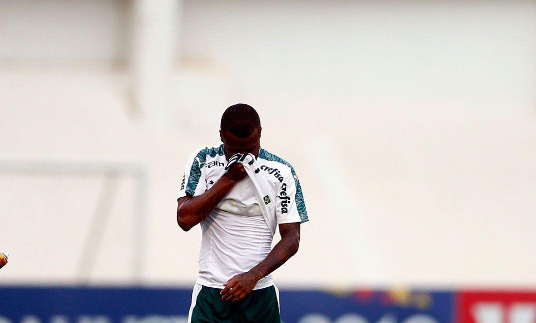 Felipe Pires deve ser desfalque do Palmeiras por até um mês