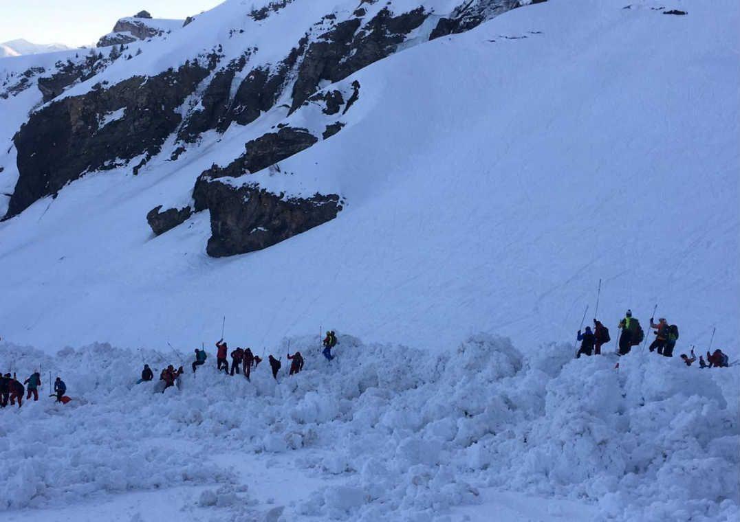 Autoridades encerram buscas após avalanche na Suíça