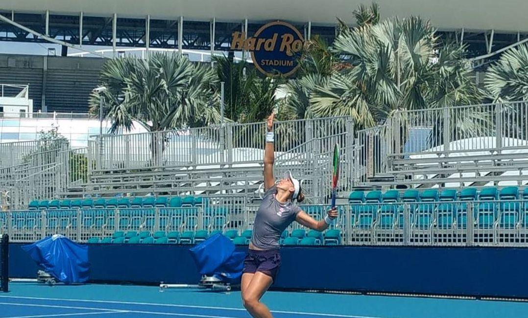Bia Haddad perde de americana e cai no qualifying do Torneio de Miami